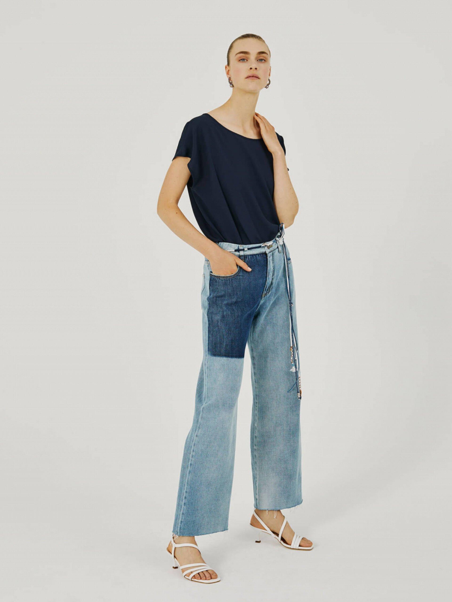 2. Przetarte jeansy